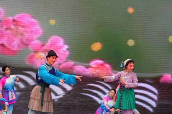 柔和轻快的锡剧表演《双推磨》选段-金陵中学河西分校小学部